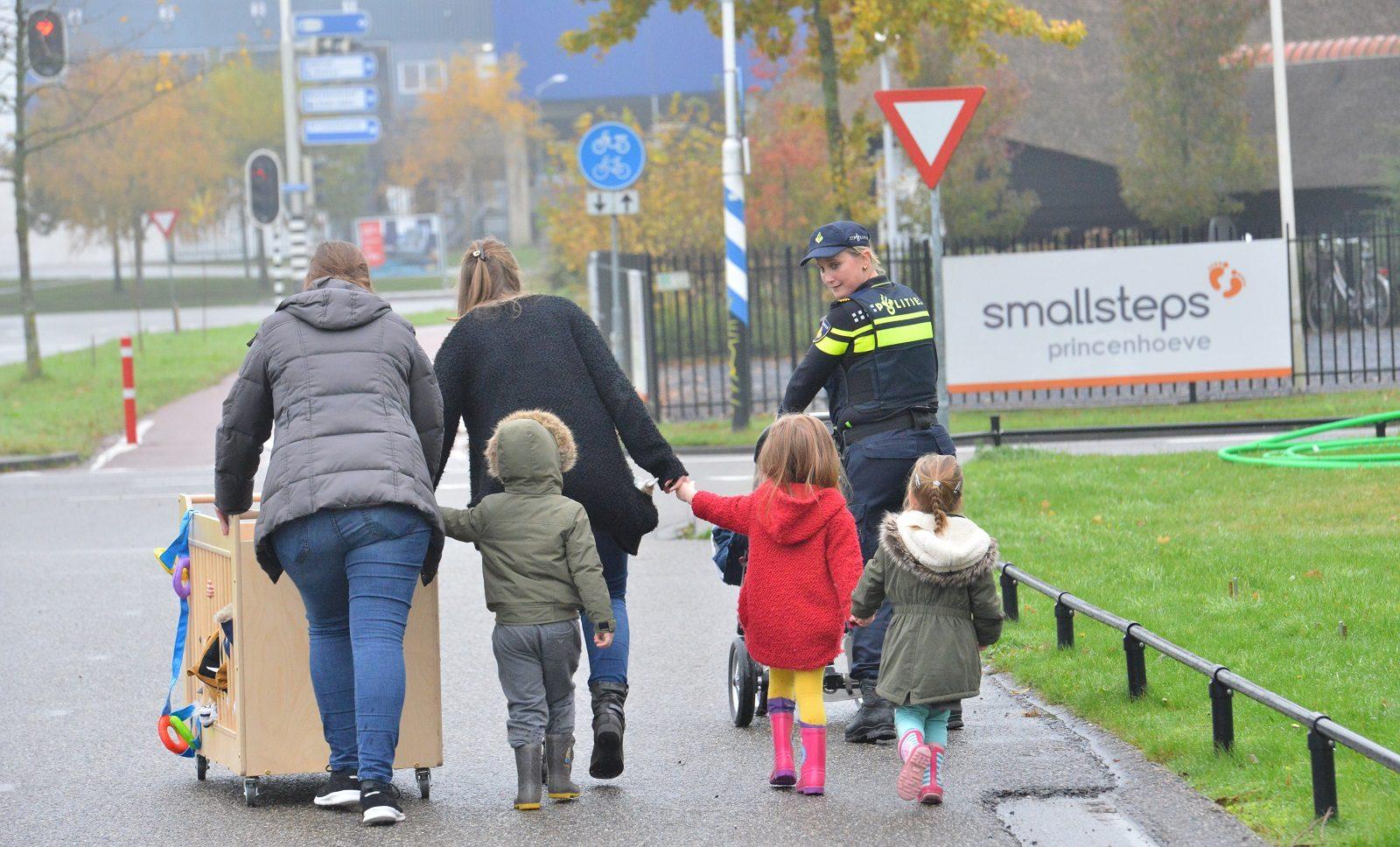 Mensen steken de politie een hart onder de riem