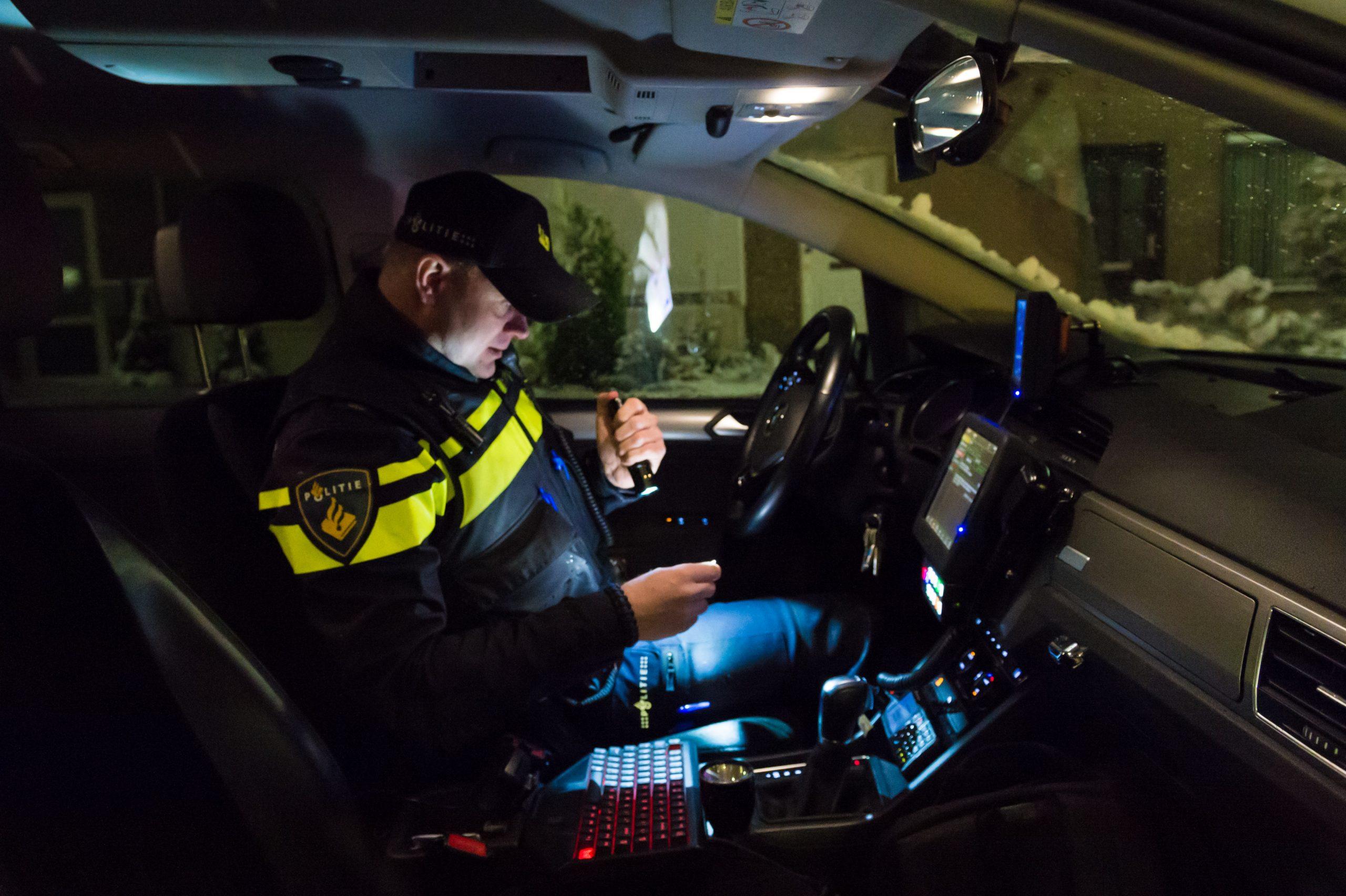 Aangifte politiemedewerkers tegen beledigende teksten Radicaal